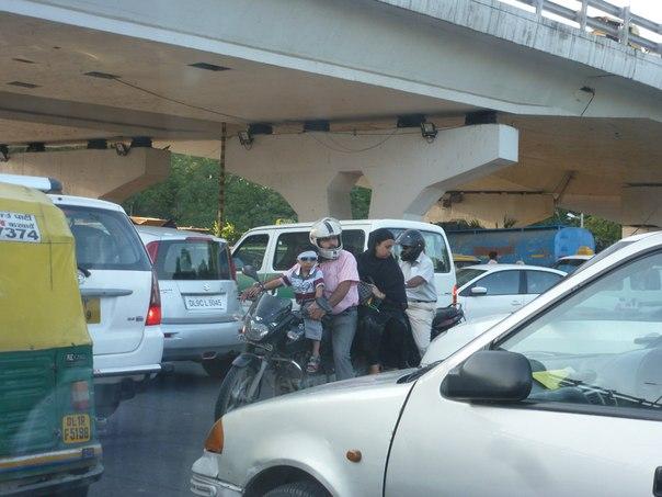 Улицы Дели. Мотоцикл