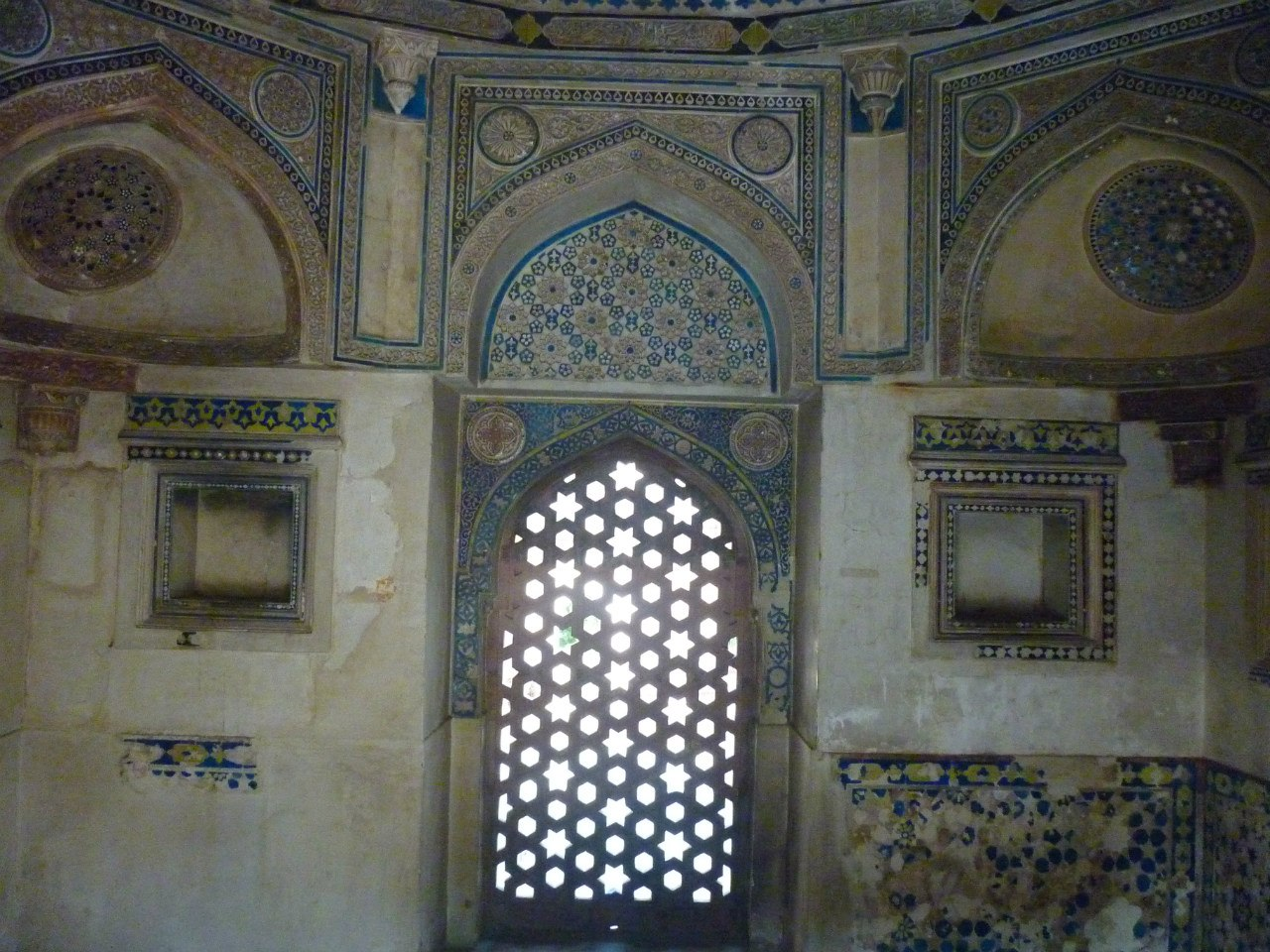 Индия. Дели. Гробница Джамали Камали
