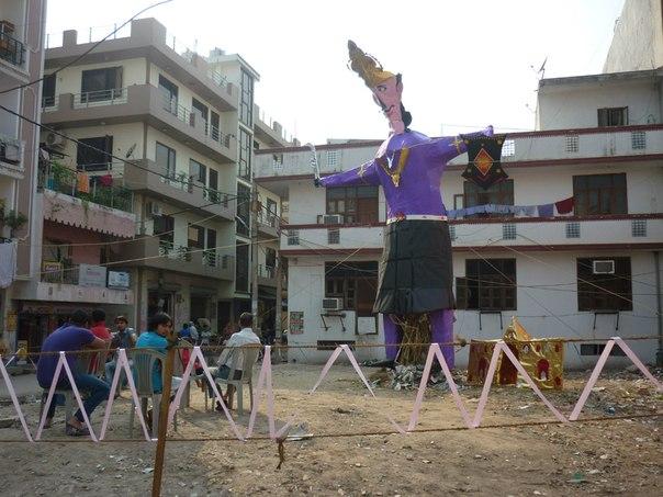 Индия. Чучело Раваны и макет Ланки