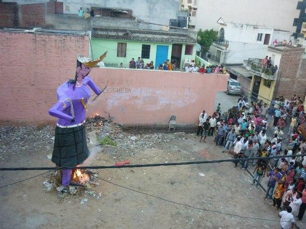 Индия. Дели. Равана горит