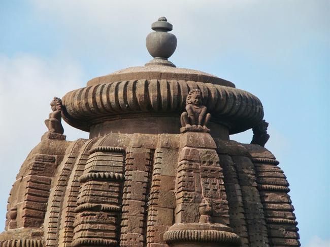 индийская луковица, храм 11 века увенчивает амалака