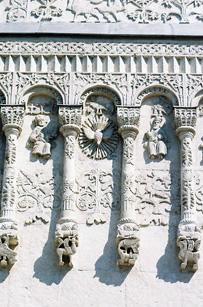 Образ Духа Святаго на фасаде Свято-Дмитриевского собора во Владимире