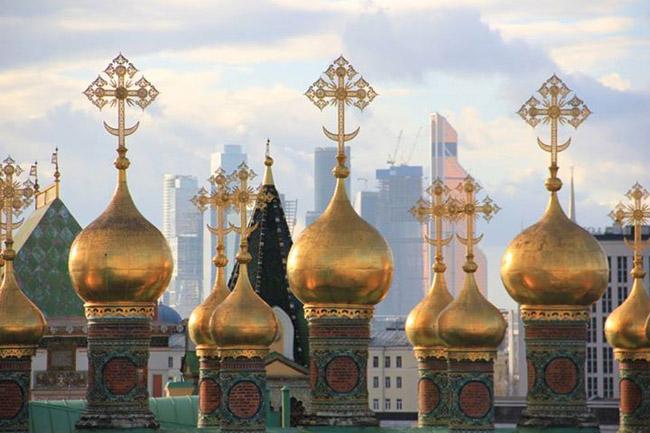 Московский Кремль, 15 век. Позолоченные главы церкви Ризположения