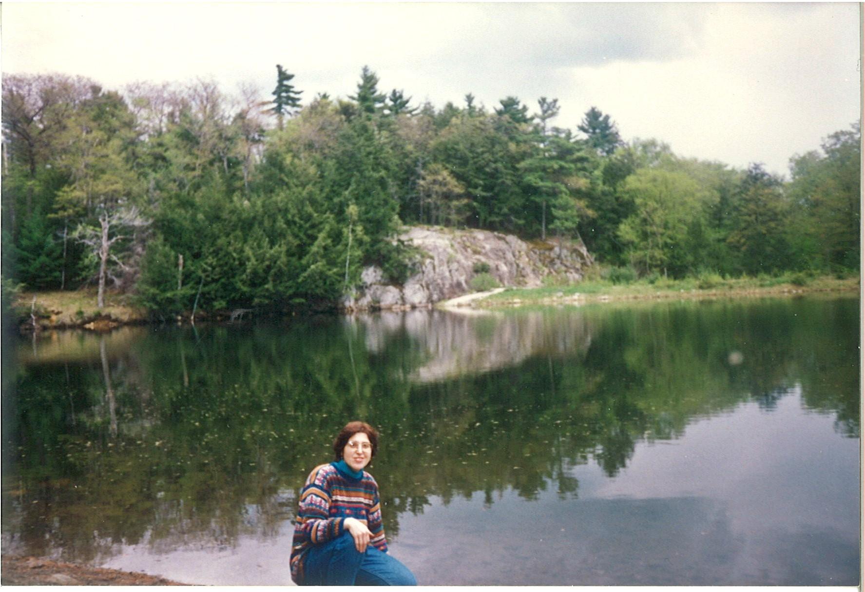 На берегу реликтового Пинк-озера в парке Гатино, Канада