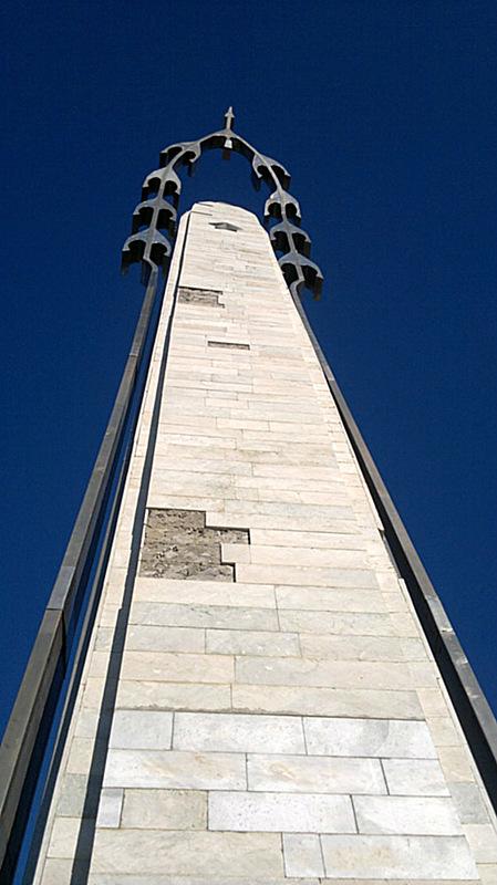 Памятник Белым Журавлям в с.Гуниб