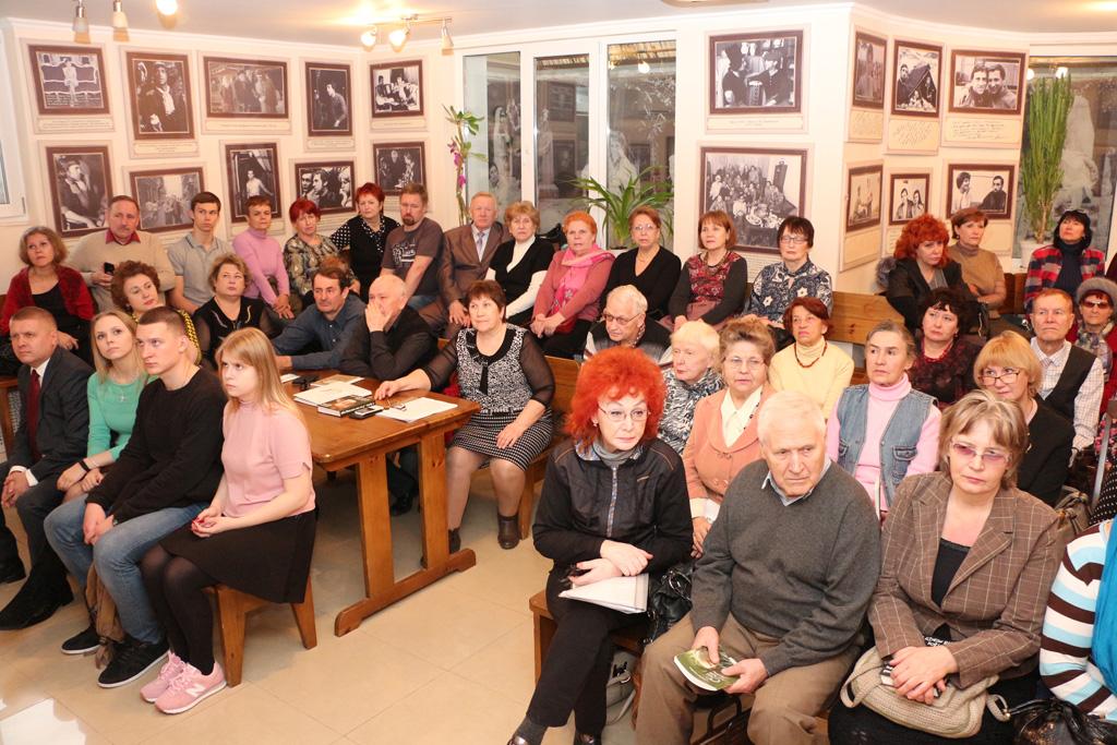 Перед началом вечера памяти А. Горобца