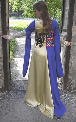 Геральдическое платье, историческая реконструкция