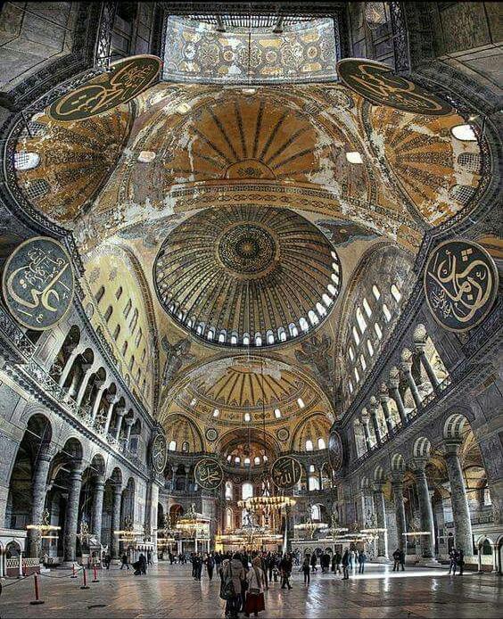 Небеса св. Софии являют множественные варианты художественного осмысления «непрестанных хороводов»