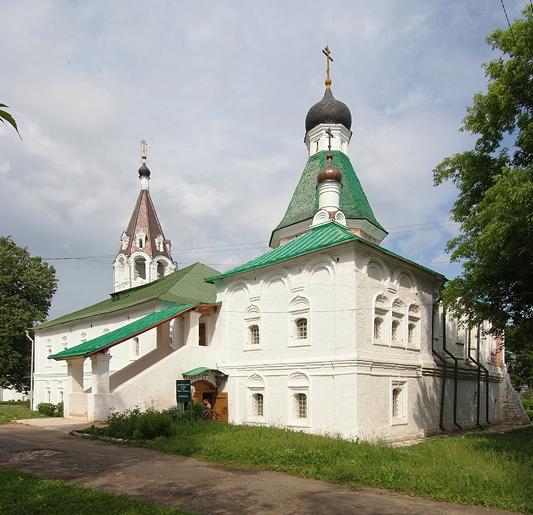 Тихая радость «улыбчивого» фасада Свято-Покровской церкви в Александровской слободе
