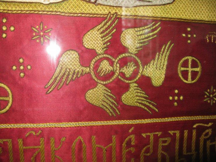 «Превознесённые престолы» на плащанице, церковная вышивка. Россия