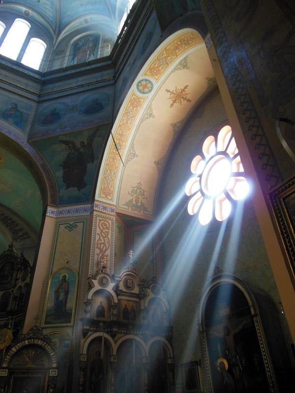 «Пресветлые лучи» в интерьере храма Всех Святых в Риге