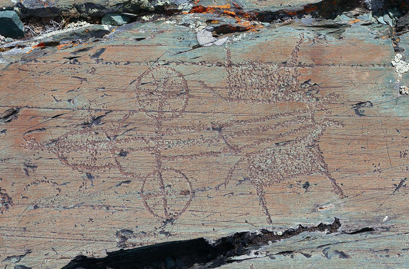 Петроглифы. Слева: Валь-Камоника. Итальянские Альпы. X-VIII тыс. до н.э.