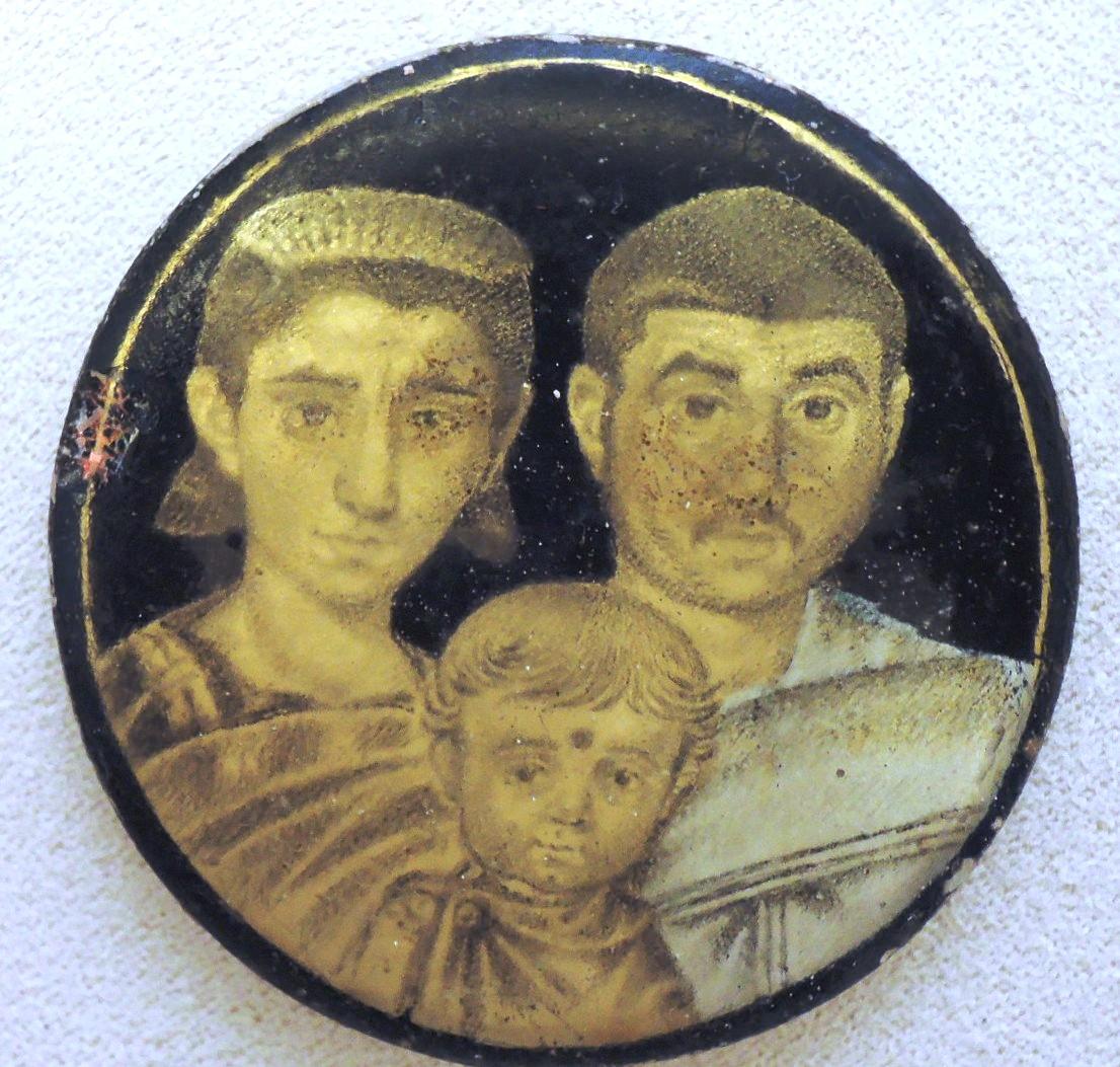 Позолоченные стекла, семейный портрет