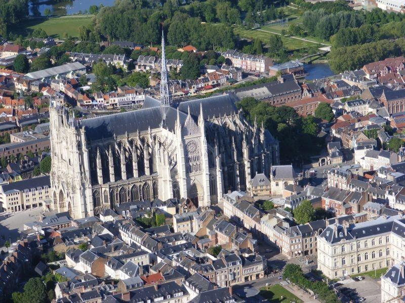Готические соборы в городской застройке: Амьен