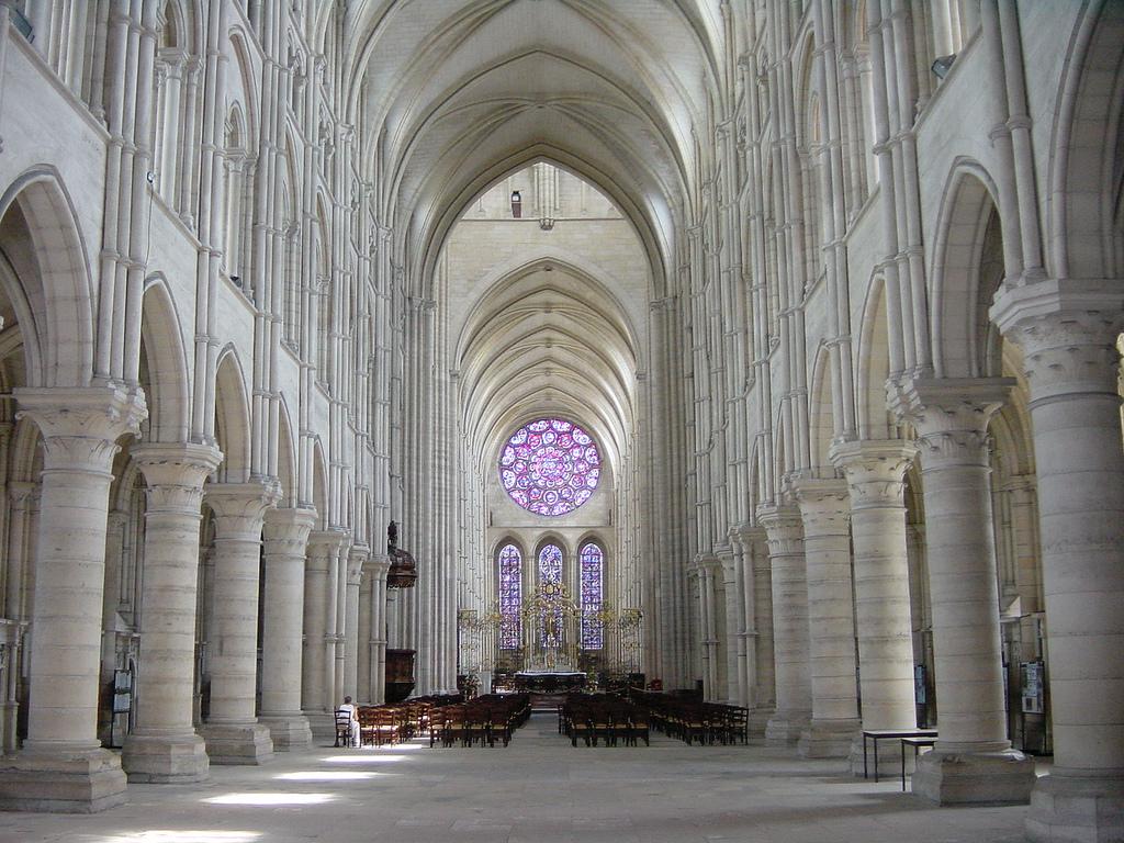 Центральный неф Ланского собора